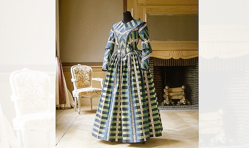 Day Dress, 1994 Based on a piece of textile from 1840, kept in the Muse de I'impression sur Etoffes in Mulhouse. Dress made for the first exhibition of paper dresses to thank the museum.